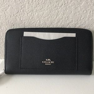NWOT Coach Accordian Zip Wallet